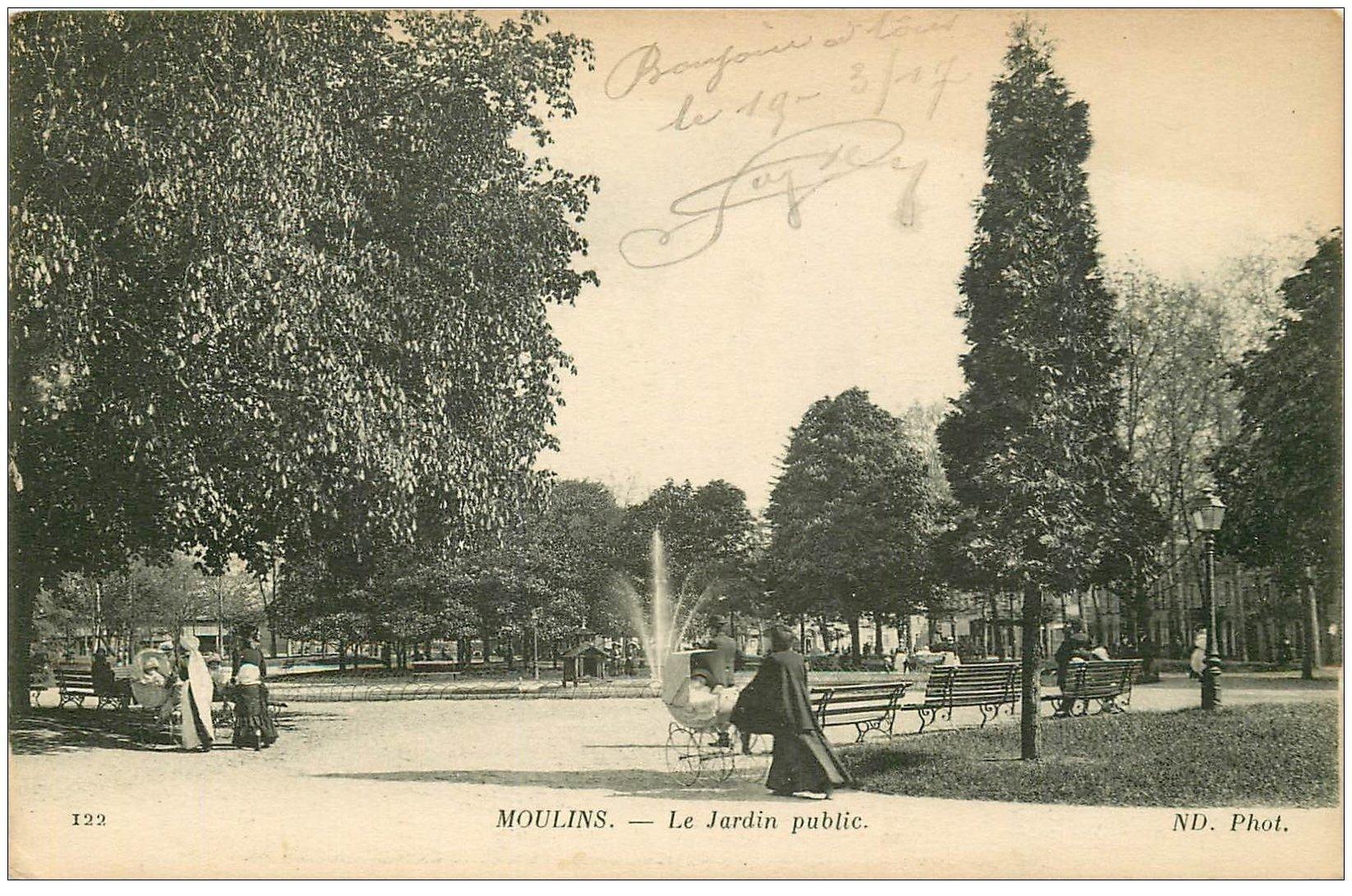 carte postale ancienne 03 MOULINS. Le Jardin Public. Nurse avec poussette 1917