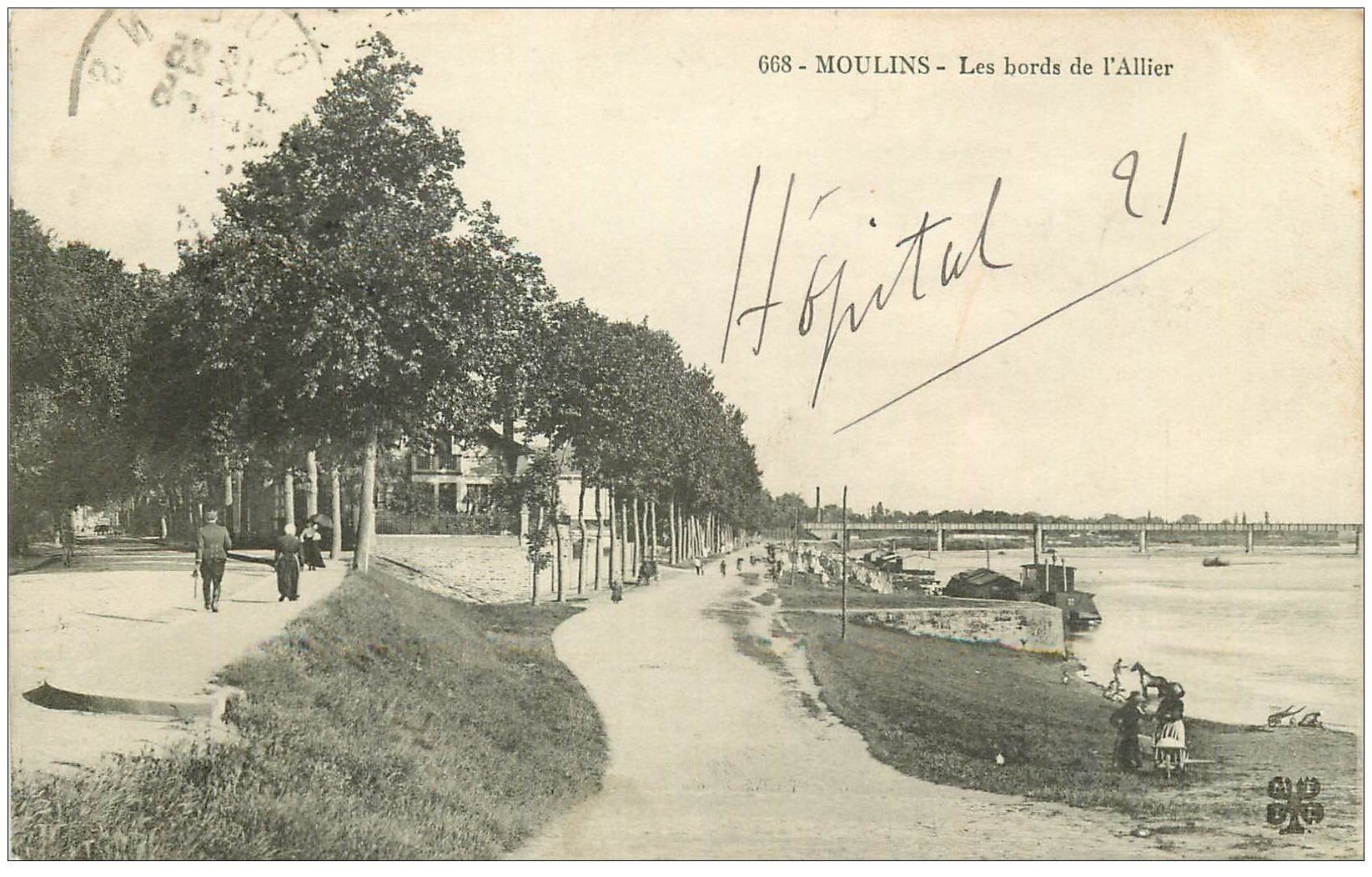 carte postale ancienne 03 MOULINS. Les Bords de l'Allier 1914. Péniche Lavoir