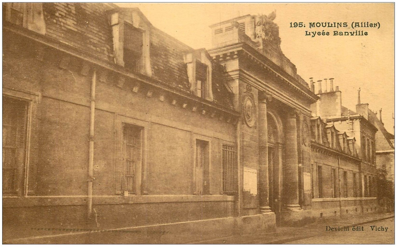 carte postale ancienne 03 MOULINS. Lycée Banville 1932