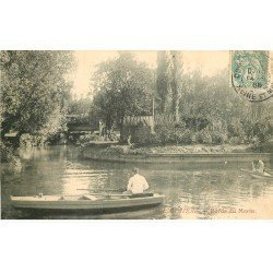 carte postale ancienne 77 COULOMMIERS. Pêcheurs en barque bords du Morin 1905