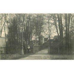carte postale ancienne 77 COULOMMIERS. Vieille Tour vue du Parc avec animation 1915