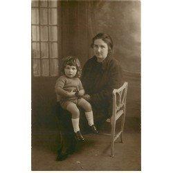 77 COULOMMIERS. Carte Photo Femme et Enfant. Photographe Levavasseur 10 rue de la Pêcherie + La Ferté Gaucher