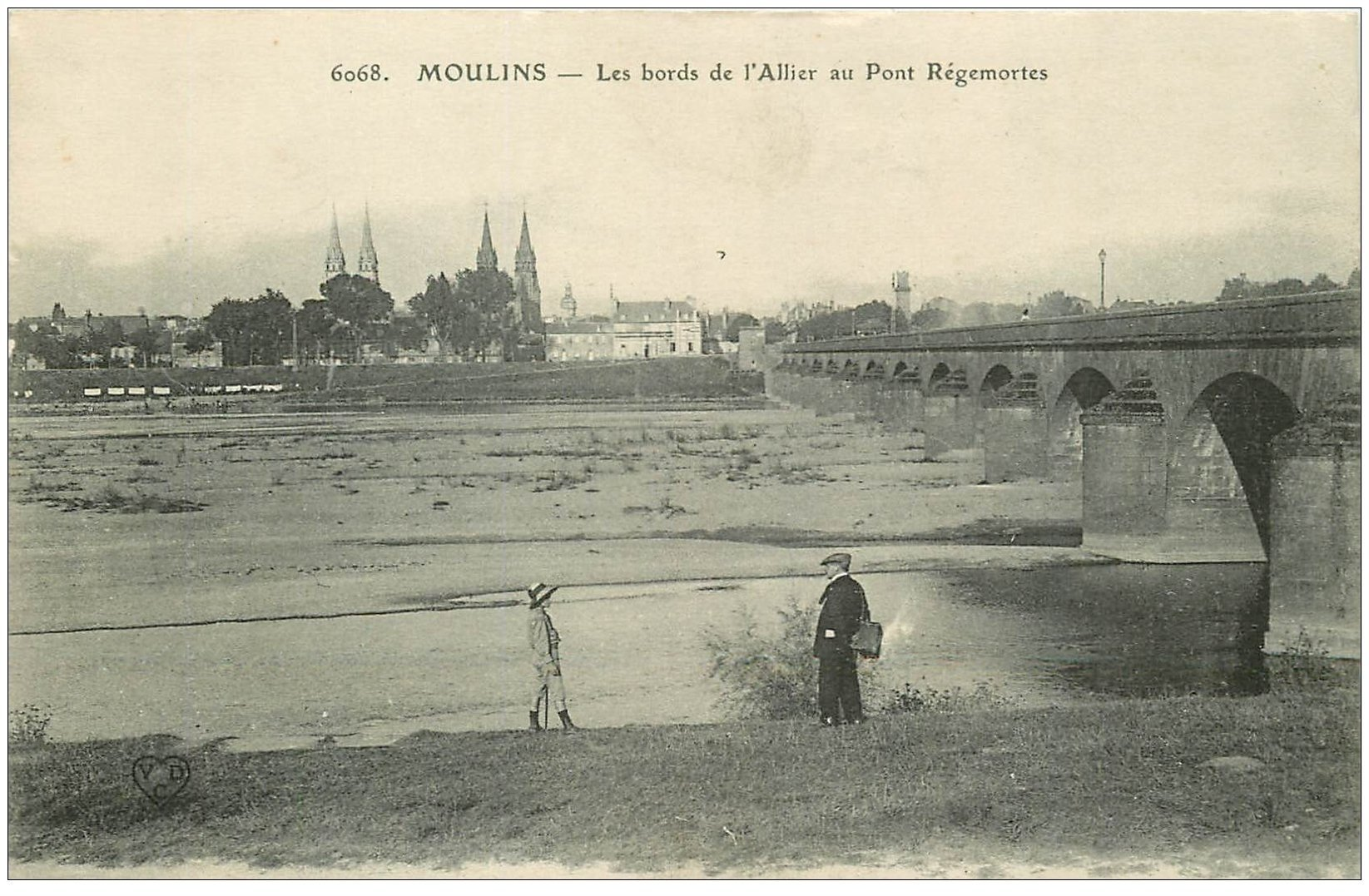 carte postale ancienne 03 MOULINS. Pont Régemortes et bords de l'Allier