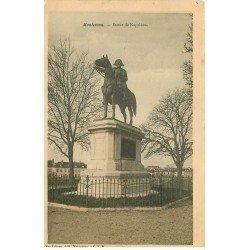 carte postale ancienne 77 MONTEREAU. Statue de Napoléon 1905