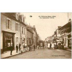 carte postale ancienne 03 NERIS-LES-BAINS. Rue Goëtchy. Chauffeur Autocar ancien et Café de la Poste 1930