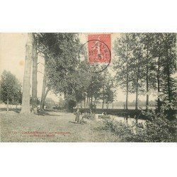 carte postale ancienne K. 77 COULOMMIERS. Animation Bord du Morin 1906