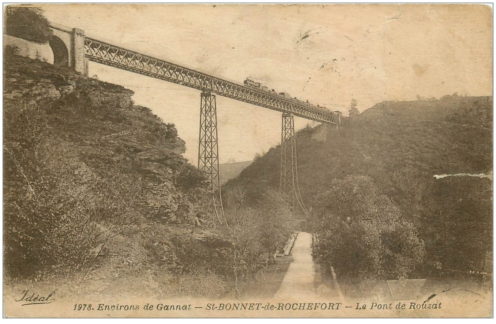 carte postale ancienne 03 SAINT-BONNET-DE-ROCHEFORT. Train sur le Pont de Rouzat 1924