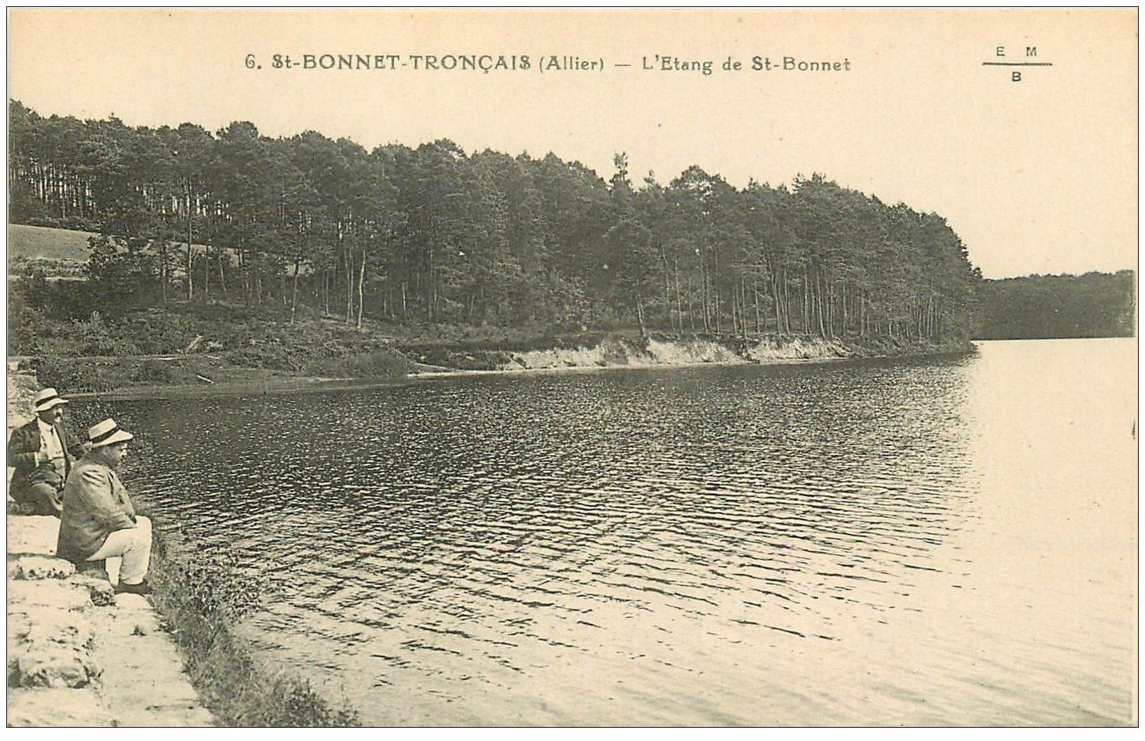 carte postale ancienne 03 SAINT-BONNET-TRONCAIS. L'Etang avec personnages assis