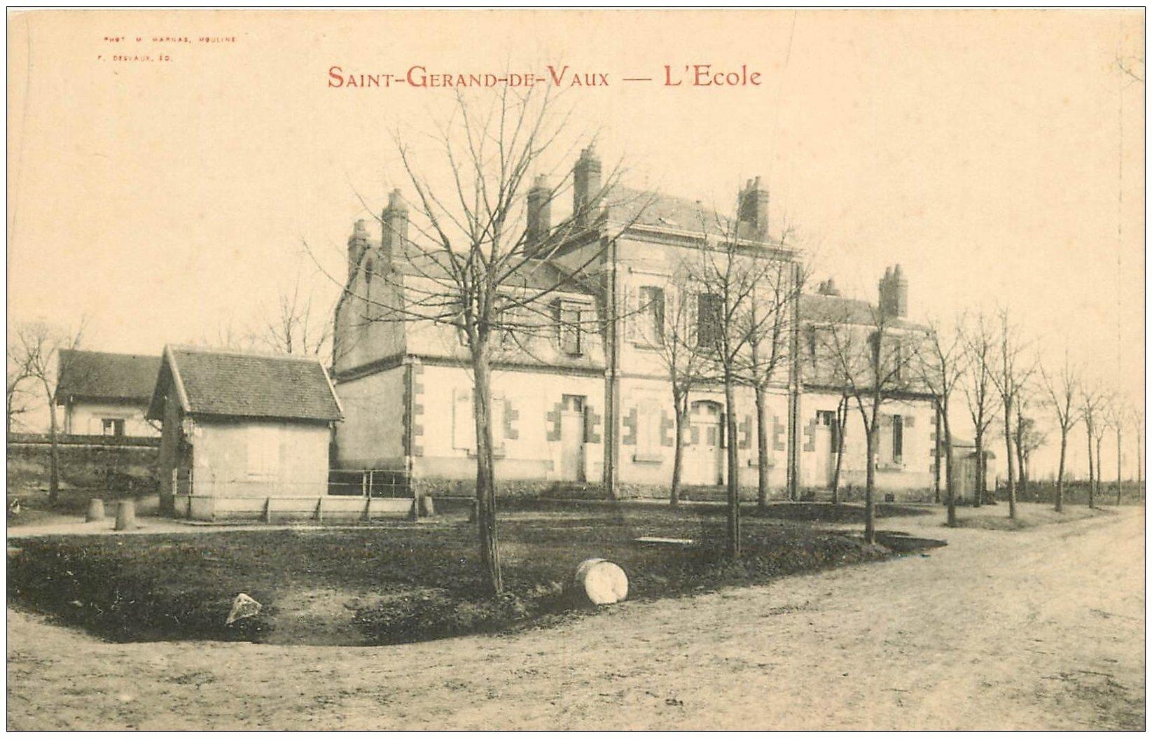 carte postale ancienne 03 SAINT-GERANS-DE-VAUX. L'Ecole