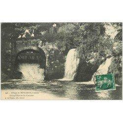 carte postale ancienne 23 ABBAYE DE BONLIEUE. Anguillère et Cascades 1908. Animation sur le Pont de Pierre