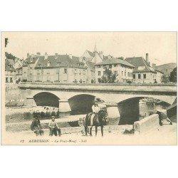 carte postale ancienne 23 AUBUSSON. Le Pont Neuf 1928. Cavalier Forgeron et Lavandières