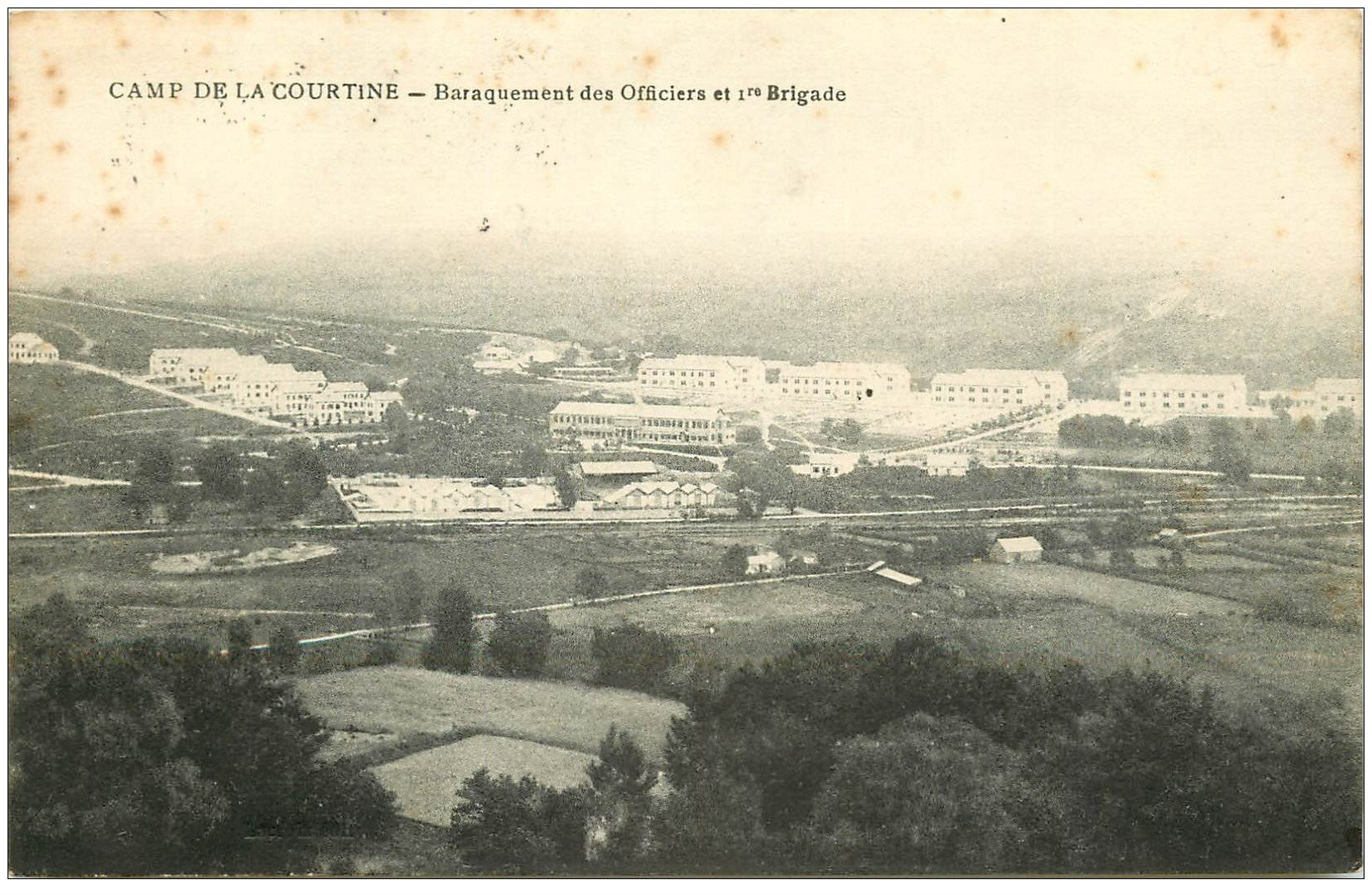 carte postale ancienne 23 CAMP DE LA COURTINE. Barraquement des Officiers 1° Brigade 1922