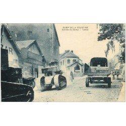 carte postale ancienne 23 CAMP DE LA COURTINE. Tanks à l'entrée avec Soldats Militaires 1931