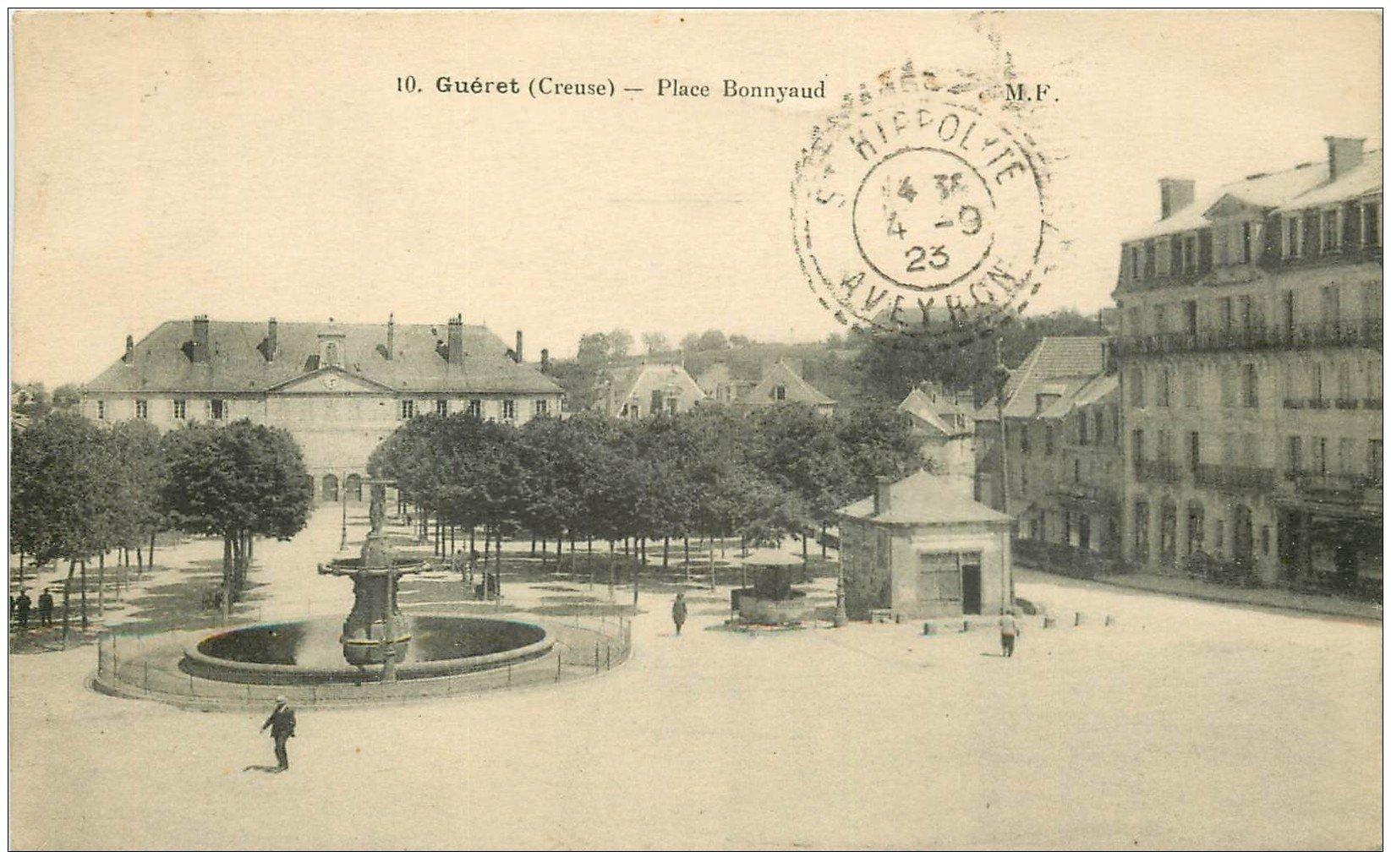 carte postale ancienne 23 GUERET. Fontaine Place Bonnyaud 1923