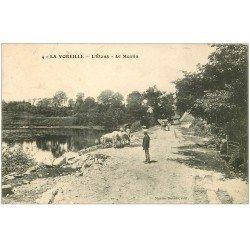 carte postale ancienne 23 LA VOREILLE. L'Etang et le Moulin. Fermier et Vaches 1907
