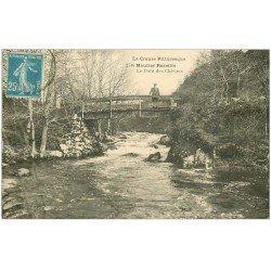 carte postale ancienne 23 MOUTIER ROZILLE. Personnage sur le Pont des Chèvres 1922