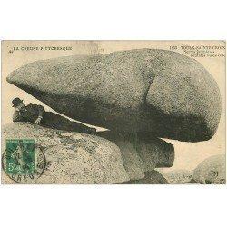 carte postale ancienne 23 TOULX-SAINTE-CROIX. Pierres Jaumâtres. Teutatès 1915. Personnage couché