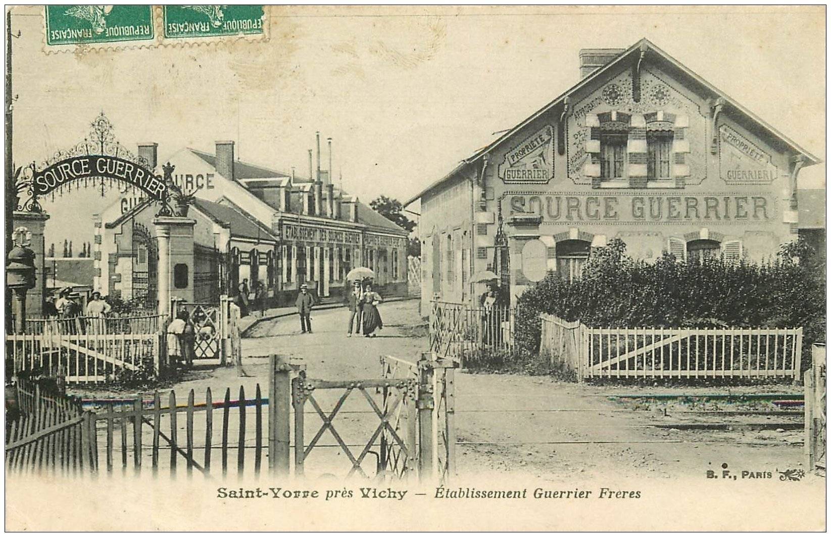 carte postale ancienne 03 SAINT-YORRE. Etablissement Source Guerrier 1909. Passage à niveau du Train