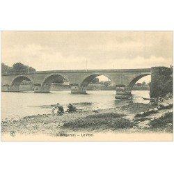carte postale ancienne 24 BERGERAC. Le Pont avec Lavandières