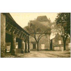 carte postale ancienne 24 DOMME. Hôtel du Gouverneur et Halle