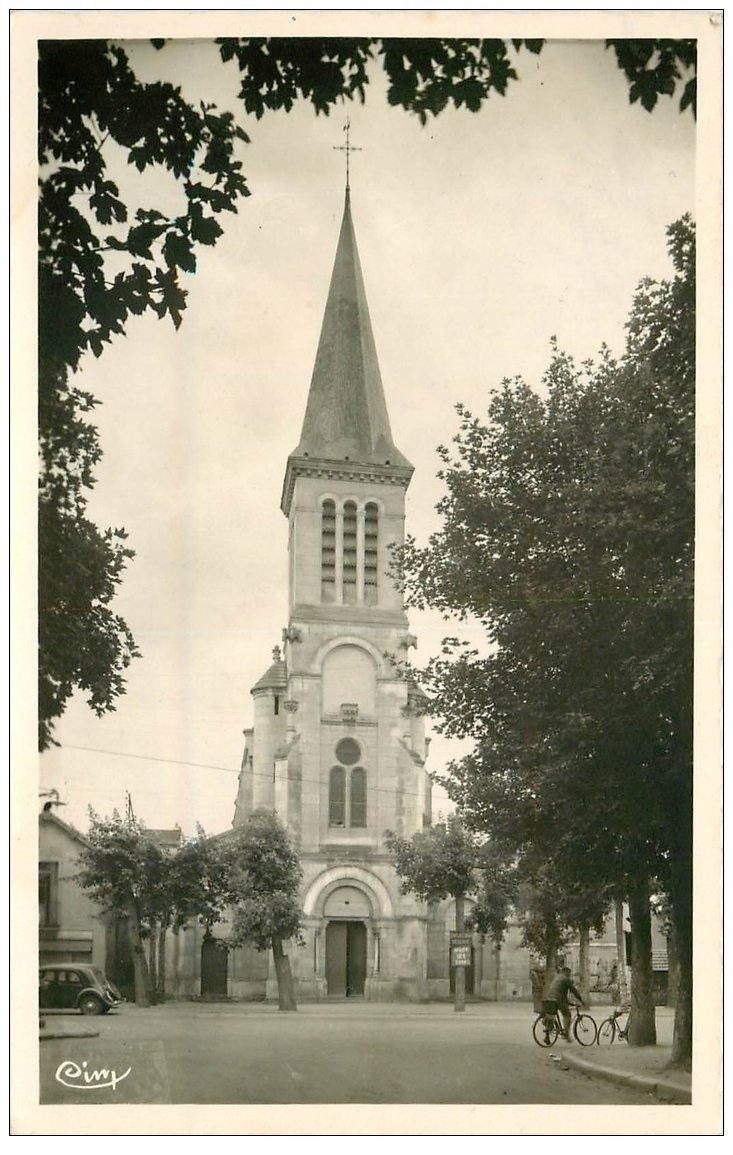 carte postale ancienne 03 VARENNES-sur-ALLIER. Eglise Sainte-Croix. Timbre manquant...bords dentelés.