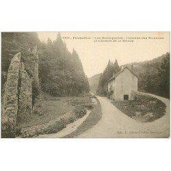 carte postale ancienne 25 PONTARLIER. Les Entreportes. Caserne des Douanes et Chemin de la Ronde