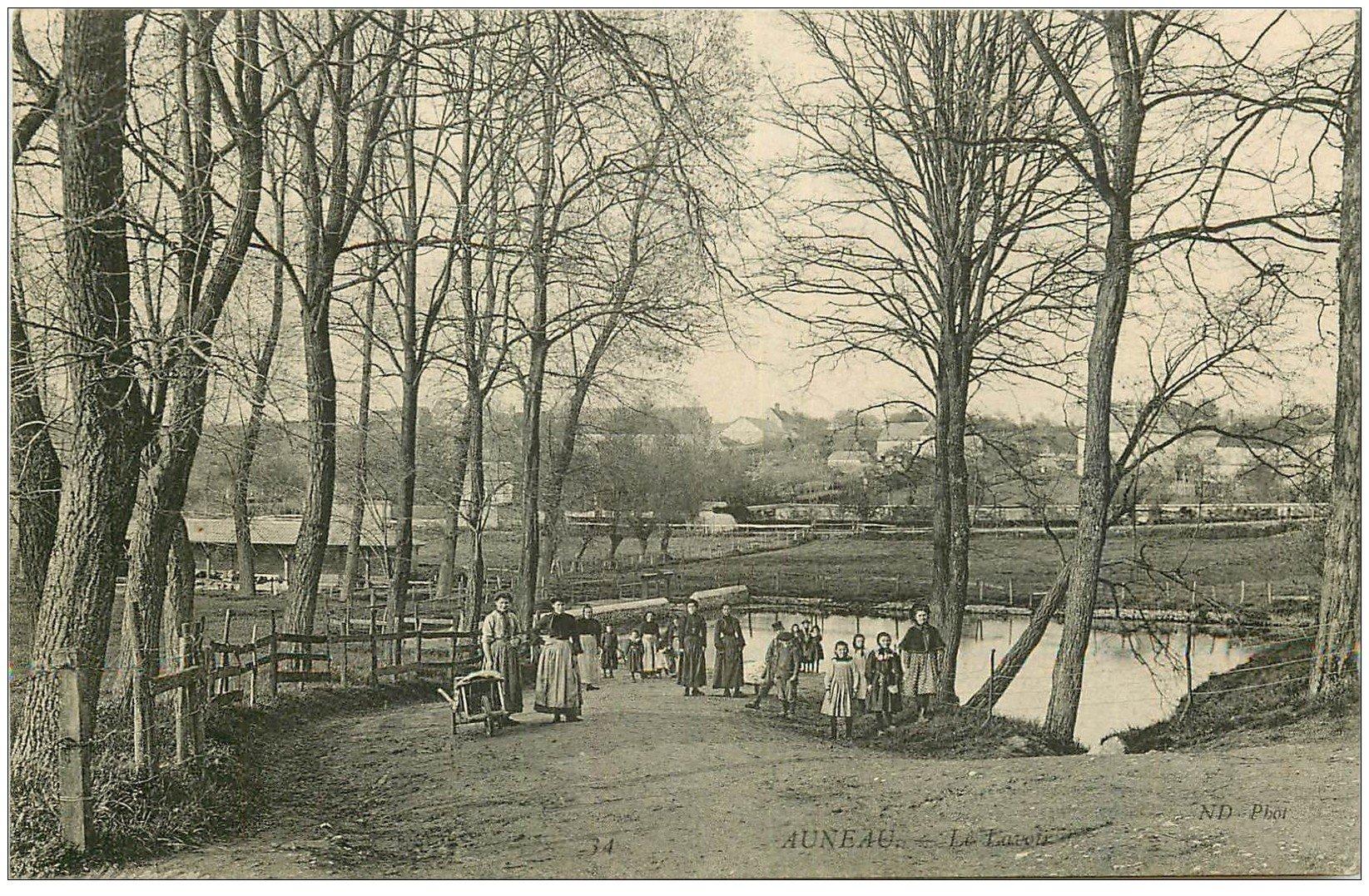carte postale ancienne 28 AUNEAU. Le Lavoir 1906
