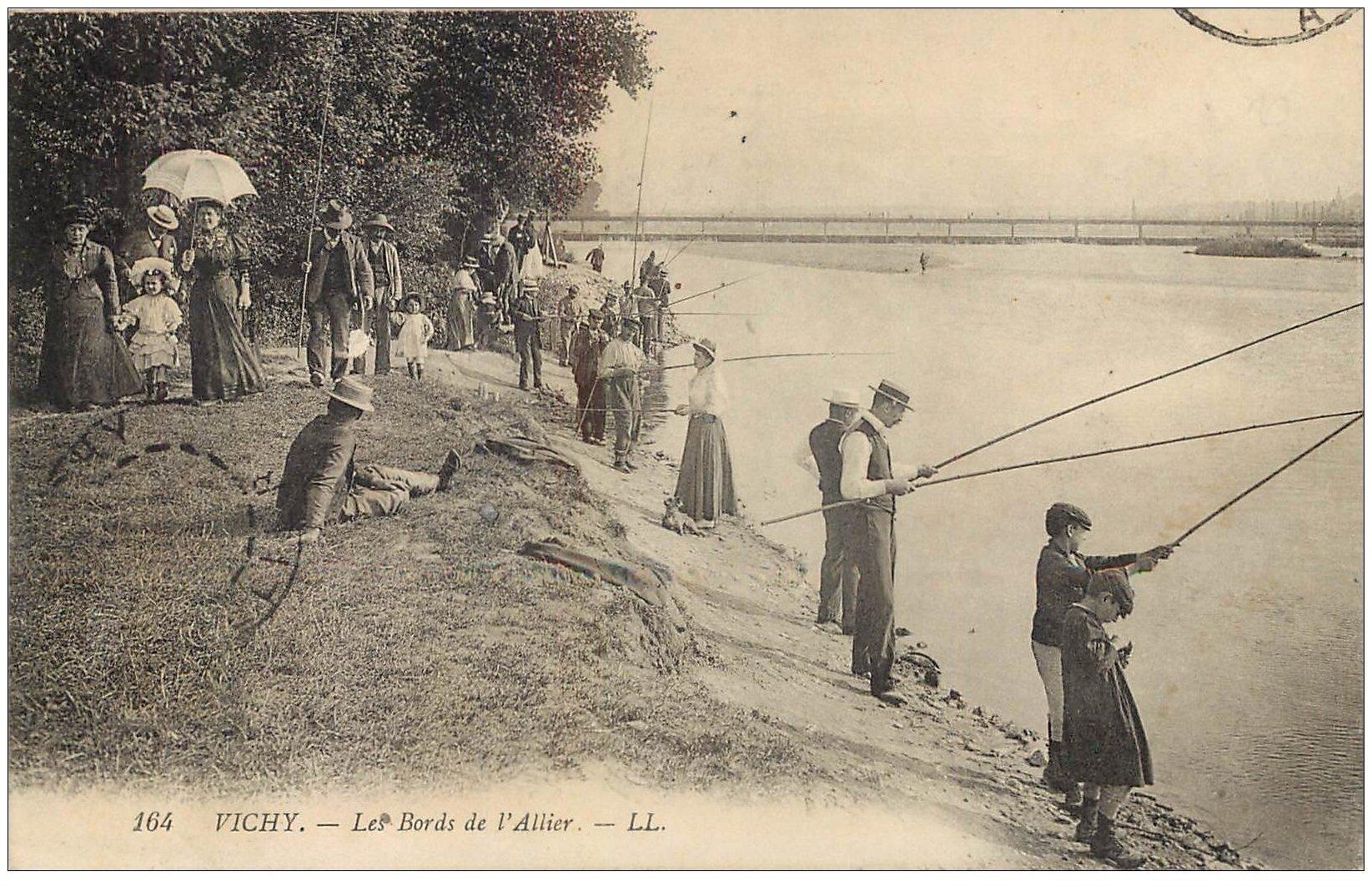 carte postale ancienne 03 VICHY. Concours de Pêche bords de l'Allier 1911