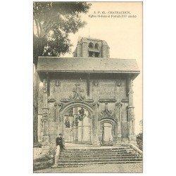 carte postale ancienne 28 CHATEAUDUN. Eglise Saint-Jean et portail. Personnage assis