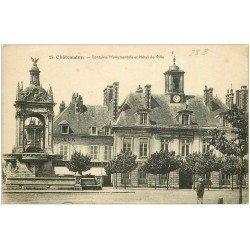 carte postale ancienne 28 CHATEAUDUN. Fontaine et Hôtel de Ville 1919