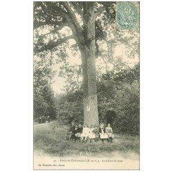 carte postale ancienne 28 CHATEAUNEUF. Le Chêne Saint-Jean 1906 dans la Forêt. Coins un peu mous...