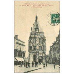 carte postale ancienne 28 DREUX. Ancien Hôtel de Ville avec Agent de Police 1908