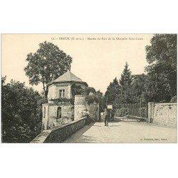 carte postale ancienne 28 DREUX. Chapelle Saint-Louis Entrée du Parc avec Gardien