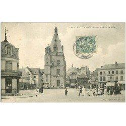 carte postale ancienne 28 DREUX. Cortège de Mariés Place Métézeau 1906
