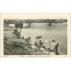 carte postale ancienne 03 VICHY. Lavandière et Laveuses sur l'Allier