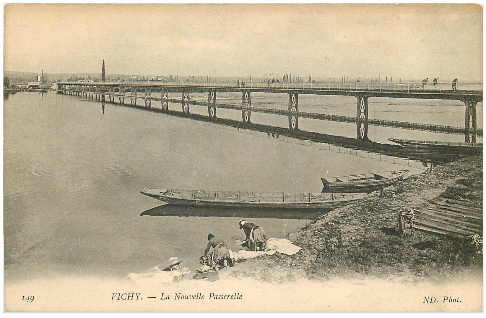 carte postale ancienne 03 VICHY. Lavandières Laveuse près Nouvelle Passerelle