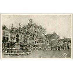 carte postale ancienne 28 NOGENT-LE-ROTROU. Hôtel de Ville Place Saint-Paul. Banque Populaire et Café Chevalier