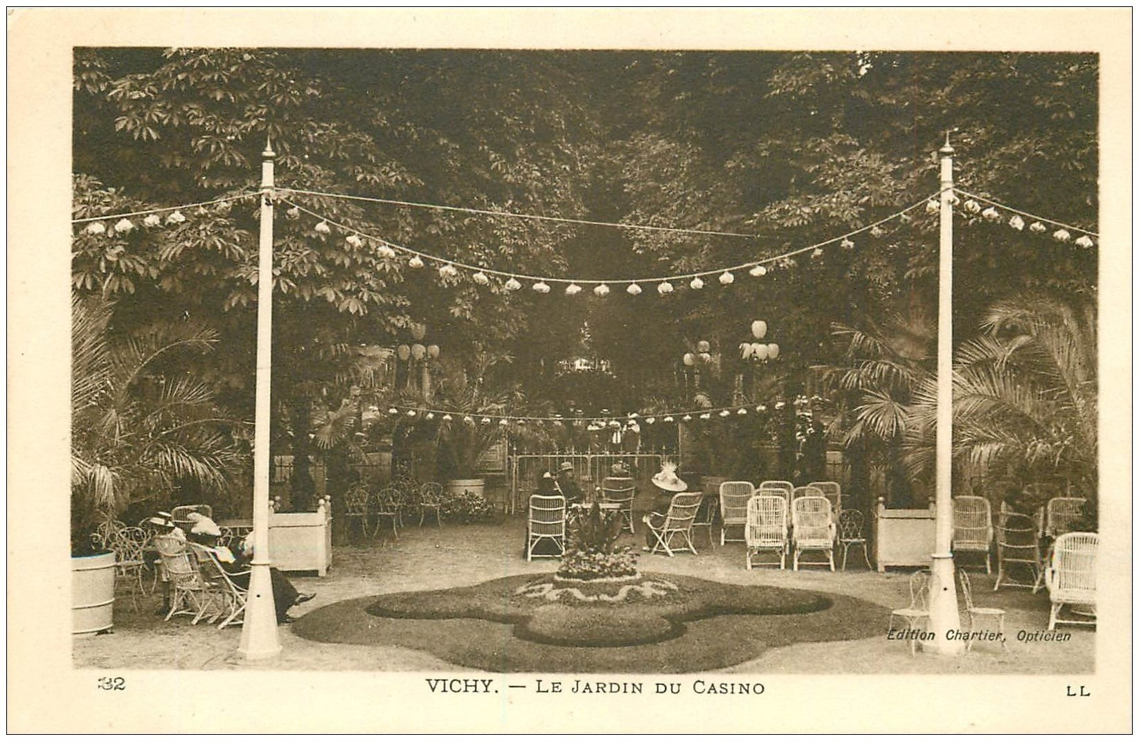 carte postale ancienne 03 VICHY. Le Jardin du Casino. Carte impeccable et vierge