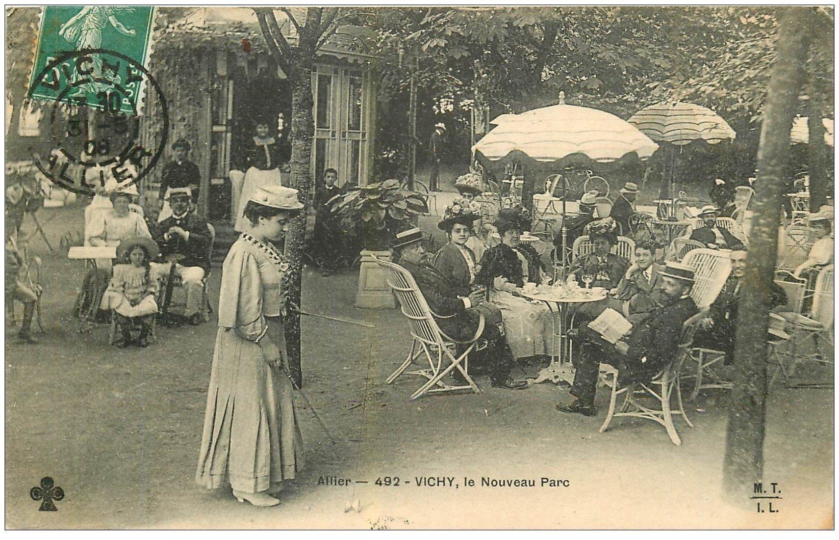 carte postale ancienne 03 VICHY. Le Nouveau Parc 1908. Femme jouant au jeu du Diabolo