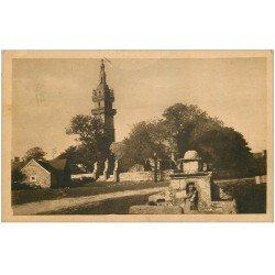 carte postale ancienne 29 BERVEN. Fontaine et Eglise 1950