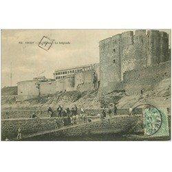 carte postale ancienne 29 BREST. La Baignade et le Château 1907