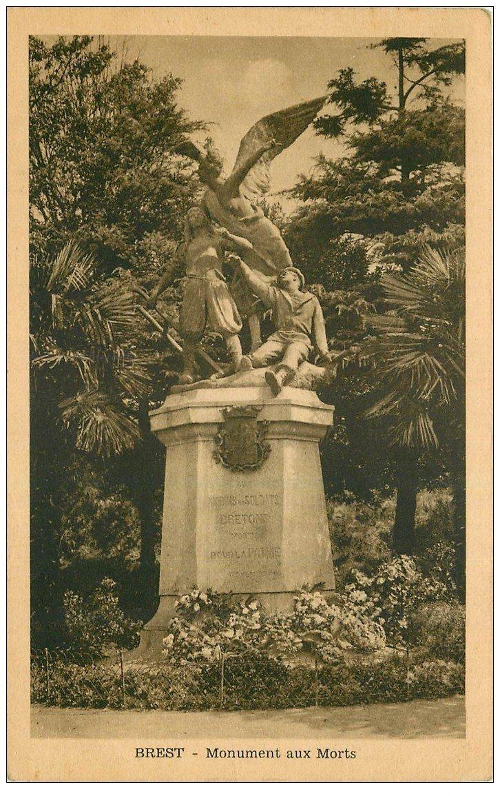 carte postale ancienne 29 BREST. Monument aux Morts