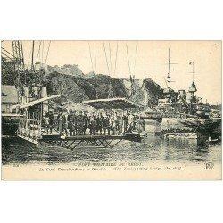 carte postale ancienne 29 BREST. Pont Transbordeur. Militaires sur Nacelle