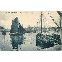 carte postale ancienne 29 CONCARNEAU. Bâteaux Thonnier dans le Port 1930