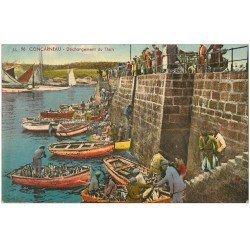 carte postale ancienne 29 CONCARNEAU. Déchargement du Thon 1939