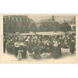 carte postale ancienne 29 CONCARNEAU. Marché aux chiffons vers 1900