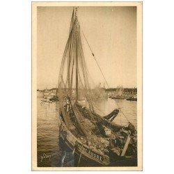 carte postale ancienne 29 CONCARNEAU. Sardiniers au Port 1930 (défaut)
