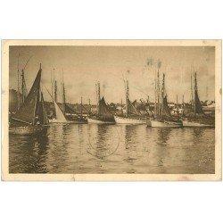 carte postale ancienne 29 CONCARNEAU. Thonniers à l'Ancre 1934