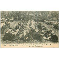 carte postale ancienne 29 CORNOUAILLES. Une Noce côté Femmes vers 1908