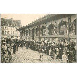 carte postale ancienne 29 DOUARNENEZ. Le Marché rue des Halles
